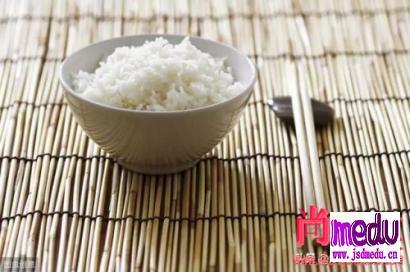 米饭,从吃进嘴里到变成粪便排出,在肠胃经过一个怎样的消化过程?