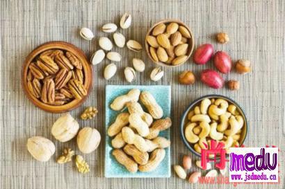 """""""春节""""适合吃哪些坚果?怎么吃?吃多少?"""