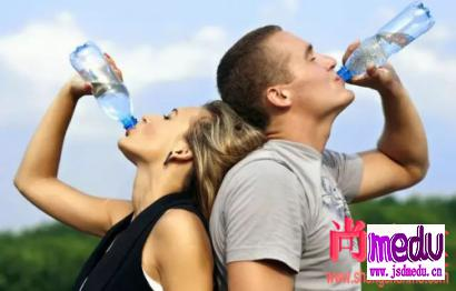 怎么喝水最健康,什么时间饮水更健康?