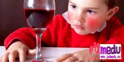喝酒脸红是为什么?喝酒脸色发白是为什么?