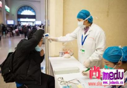 感染新型冠状病毒性肺炎后,一定会表现为发热和呼吸系统症状吗?