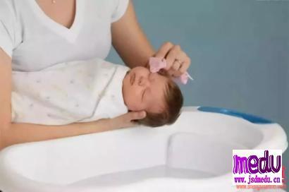 刚出生的婴儿鼻子上小白点粟粒疹,需要治疗吗?如何护理?
