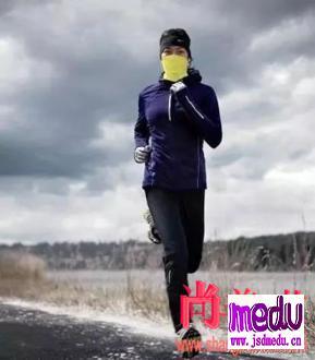 新型冠状病毒武汉肺炎疫情当前,还能在室外跑步吗?跑步需要带口罩吗?