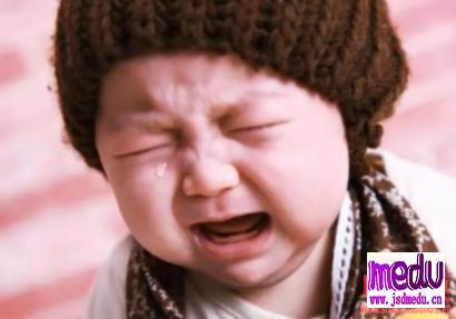 母亲感染新型冠状肺炎生命垂危,八岁女儿哭着要妈妈!