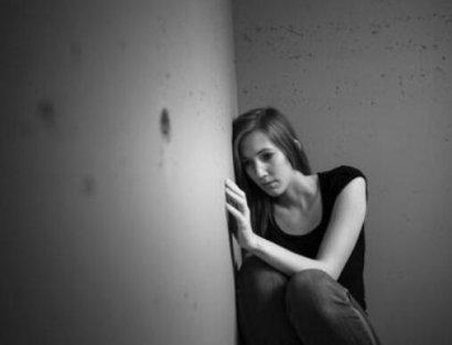 内心痛苦却强装笑颜:抑郁症患者到底在面对什么?