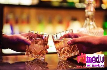 《柳叶刀》:适量饮酒有益健康?
