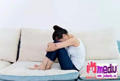 女子打嗝几个月,被确诊为胃癌,胃癌症状表现都有那些?