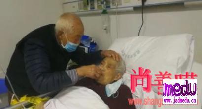 新型冠状病毒武汉肺炎疫情下令人感动瞬间:武汉隔离病房,让我看到了最好的爱情