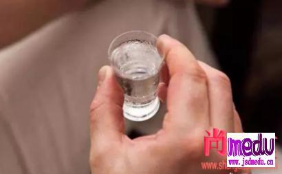 李兰娟院士:新型冠状病毒怕酒精但喝酒抗毒没效果