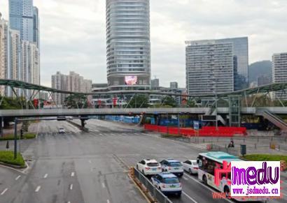 深圳复工一周的街道所有商铺大门紧闭