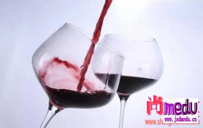 红酒、白酒,哪个对身体伤害大?