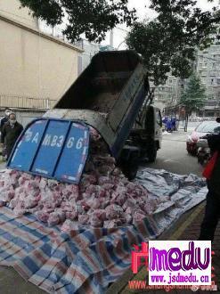 武汉垃圾车运爱心肉,恶心的不只是武汉人