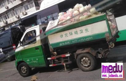 方方:为什么要用垃圾车运肉?