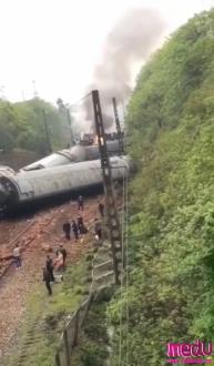 T179次列车湖南境内脱轨,机头着火,暂无人员伤亡......