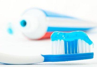 药物牙膏和普通牙膏,哪个效果更好?