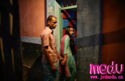 印度加尔各答亚洲最大红灯区:暴力、性和疾病、毒品、地下嫖客和满街妓女