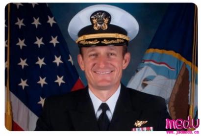 被炒了鱿鱼的罗斯福航母舰长克洛泽尔上校