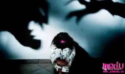 鲍毓明涉嫌性侵养女李星星在美国会怎么判决?直接因强奸未成年人而坐牢