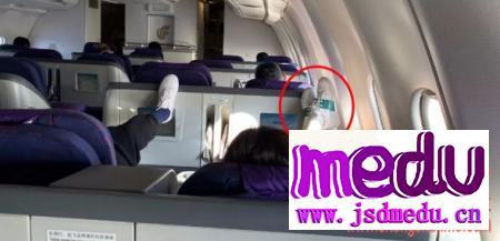 梅婷脚踩飞机椅背,梅婷为什么不配得到原谅?